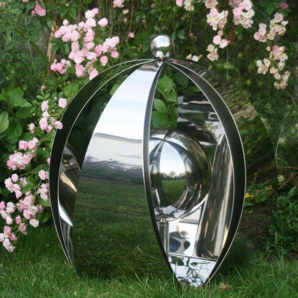 Outdoor pet urn
